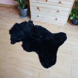 Čierna ovčia kožušina