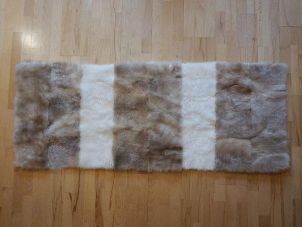 Šedo-biely kožušinový prehoz